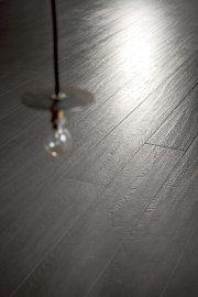 L'effet «bois» fusionne aussi avec le look industriel... (Photo CIOT) - image 2.0