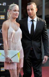 Reeva Steenkamp et Oscar Pistorius... (Photo Lucky Nxumalo, AFP) - image 1.0