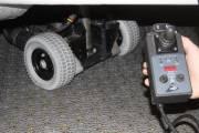 Avec l'aide d'un panneau solaire, de deux petites roues avant et d'une  commande à distance, la remorque peut être déplacée sans aucun effort.