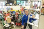 Gaston Daigle, conseiller-vendeur depuis 45 ans chez Canac... (Le Soleil, Steve Deschênes) - image 1.0