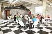 Réunion de groupe dans le «village» de l'école... (Photo : Kim Wendt, fournie par Telefonplan) - image 1.0