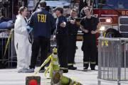 Policiers et enquêteurs continuaient d'examiner en profondeur la... (AP) - image 1.0