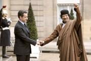 Nicolas Sarkozy, alors président de la France, avec... (PHOTO ERIC FEFERBERG, ARCHIVES AFP) - image 1.0