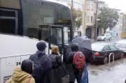 Des employés de Google montent à bord du... (PHOTO : NICOLAS BÉRUBÉ, LA PRESSE) - image 4.0