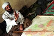 Oussama ben Laden, photographié en Afghanistan, en avril... (Archives AP) - image 2.0