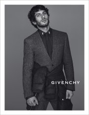 Quim Gutiérrez pour Givenchy... (Photo fournie par Givenchy - Mert & Marcus) - image 3.1