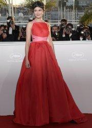 Audrey Tautou, dans une splendide robe rouge, jouait... (AFP) - image 2.0