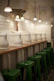 Des urinoirs historiques en guise de décoration à... (Photo fournie par The Attendant) - image 2.0