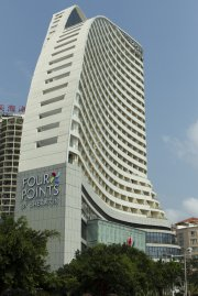 On construit actuellement 70 nouveaux hôtels à Hainan,... (PHOTOS MARTIN LEBLANC, LA PRESSE) - image 2.0