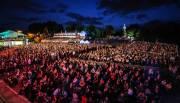 Plusieurs milliers de festivaliers ont assisté dimanche soir... (François Gervais) - image 1.0