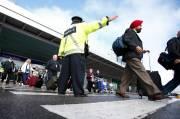 Les autorités aéroportuaires ont commandé l'évacuation des quelque... (Le Soleil, Yan Doublet) - image 1.0