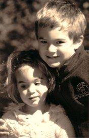 Les deux petites victimes, Olivier et Anne-Sophie.... (PHOTO FOURNIE PAR COMPLEXE FUNÉRAIRE DES TREMBLES) - image 1.0