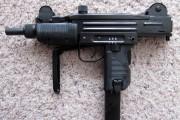 Un pistolet-mitrailleur Uzi.... - image 2.0