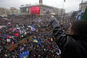 Des incidents ont fait au moins une centaine... (Photo Sergei Grits, AP) - image 1.0