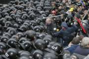 Des incidents ont fait au moins une centaine... (Photo Efrem Lukatsky, AP) - image 1.1