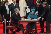 La reine Elizabeth II et le premier ministre... (Archives La Presse canadienne) - image 5.0