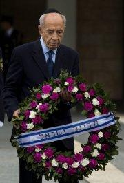 Le président israélien Shimon Peres a déposé une... (PHOTO BERNARD ARMANGUE, AP) - image 1.0