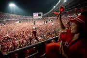 Les chemises rouges regroupent les partisans du frère... (PHOTO AFP) - image 2.0