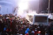 De violents affrontements causant des dizaines de blessés... (Photo GLEB GARANICH, Reuters) - image 1.0