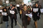 Dimanche, une centaine de personnes ont défilé dans... (Photo Massoud Hossaini, AP) - image 1.0