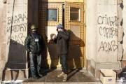 À Kiev, des manifestants bloquent l'entrée du ministère... (PHOTO VASILY FEDOSENKO, REUTERS) - image 2.0