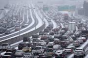 Les autoroutes d'Atlanta sont transformées en véritable stationnement,... (PHOTO AP) - image 1.0
