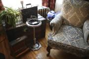 Passionnés de vieux objets dont le style... (PHOTO MARTIN CHAMBERLAND, LA PRESSE) - image 4.0