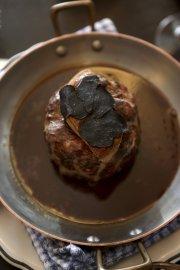 Lièvre à la royale, avec sauce au sang,... (PHOTO MARTIN CHAMBERLAND, LA PRESSE) - image 2.0