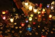 Des chandelles ont été allumées en mémoire des... (Photo Yannis Behrakis, Reuters) - image 2.0