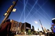 L'oeuvre Intersection articulée de Rafael Lozano-Hemmer a illuminé... (Photo Marco Campanozzi, La Presse) - image 2.1