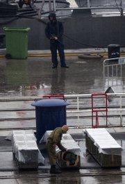 Le déchargement et l'inspection des conteneurs ont été... (Photo: AP) - image 2.0