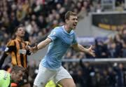 Edin Dzeko et Manchester City, réduit à dix... (PHOTO NIGEL RODDIS, REUTERS) - image 2.0