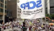 Une manifestation devant les bureaux de Québecor en... (PHOTO ARCHIVES LA PRESSE) - image 3.0