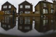 Inondation à Staines, en l'Angleterre. ... (Photo Archives Reuters) - image 5.0