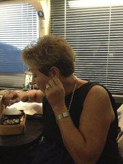 Pauline Marois choisit ses bijoux avant de livrer... (PHOTO KATIA GAGNON, LA PRESSE) - image 4.0