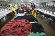 Des travailleuses confectionnentdes t-shirts pour le groupe Viyellatex.... (Photo Jeff Holt, Bloomberg) - image 3.0