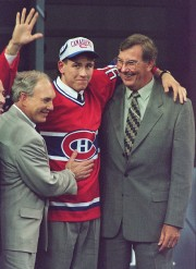 Terry Ryan entouré des recruteurs André Boudrias et... (Photo Frank Gunn, archives PC) - image 2.0