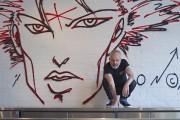 L'artiste Zilon pose devant l'un de ses fameux... (Photo: Ivanoh Demers, La Presse) - image 2.0