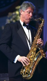 Bill Clinton au saxophone.... (PHOTO ARCHIVES ASSOCIATED PRESS) - image 1.0