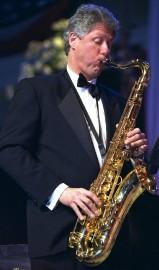 Bill Clinton au saxophone.... (PHOTO ARCHIVES ASSOCIATED PRESS) - image 1.0