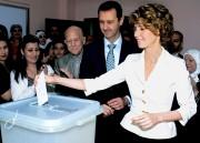 Bachar al-Assad et sa femme Asma ont voté... (Photo: AP) - image 2.0