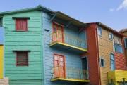 Avec ses maisons de tôle ondulée peintes de... (Photo Digital/Thinkstock) - image 2.0