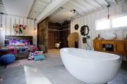 Intérieur d'une maison en conteneurs, à voir à... (PHOTO MARCO CAMPANOZZI, LA PRESSE) - image 2.0