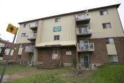 Valérie Poulin Collins habite l'appartement 13, situé au... (Photo Hugo-Sébastien Aubert, La Presse) - image 1.0