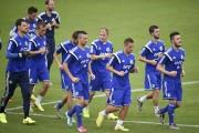 Le onze bosniaque à l'entraînement, au stade brésilien... (PHOTO YURI CORTEZ, ARCHIVES AFP) - image 4.0