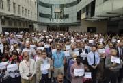 Plusieurs journalistes ont diffusé des photos d'eux-mêmes bâillonnés,... (Photo REUTERS) - image 1.0