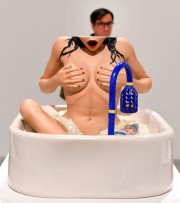 L'oeuvre Woman in a Tub... (Photo  Timothy A. Clary) - image 1.0