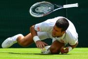 Novak Djokovic s'est blessé à l'épaule gauche en... (Photo Carl Court, AFP) - image 2.0