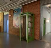 D'anciennes cabines téléphoniques de TELUS ont été disposées... (Photo fournie par Frima, Marjorie Roy) - image 1.0