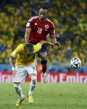 Juan Zuniga a donnéun coup de genou dans... (PHOTO MARCELO DEL POZO, REUTERS) - image 1.0